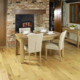 Mobel Extending Oak Dining Table Seats 4-8