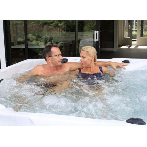 The Delight Fonteyn KikBuild Hot Tub